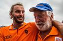 2016: Joost Luiten wint het KLM Open Golf en krijgt de felicitaties van zijn vader.