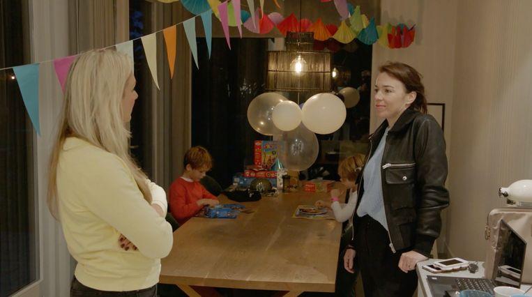 Anniek (links) en Liesbeth Staats in 'Waarom werken vrouwen niet?' Beeld