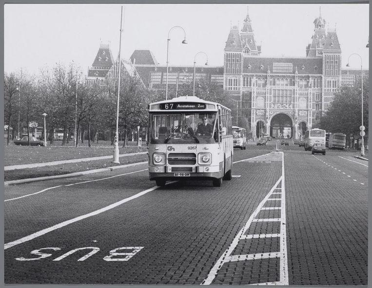 Op het Museumplein was vroeger een vrije busbaan. Beeld Frans Busselman/Stadsarchief