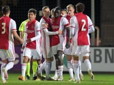Jong Ajax wint met tien man van Jong AZ, NEC te sterk voor Jong FC Utrecht