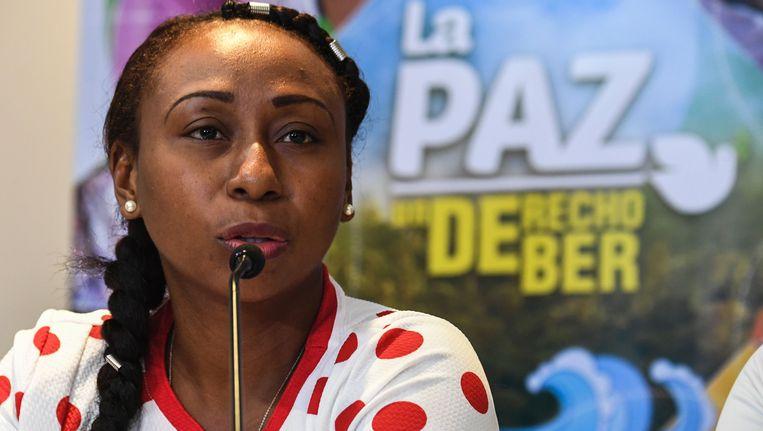 Yuli Palacios, een van de slachtoffers van de FARC spreekt tijdens een persconferentie. Beeld AFP