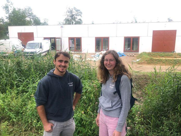 Bestuursleden Sander Putzeys en Maaike Bruyninckx voor de nieuwe locatie van Jeugdhuis Paljas.
