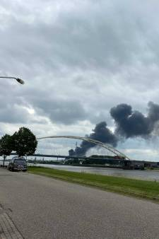 Grote brand in koeltoren van HVC in Dordrecht onder controle