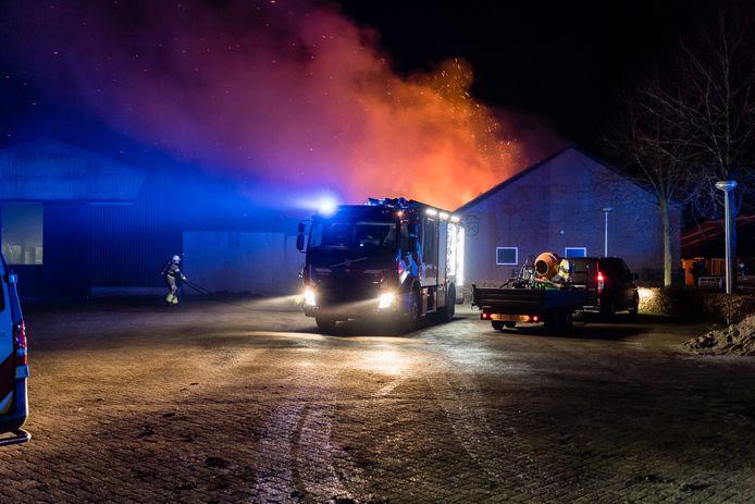Een flinke brand in een paardenstal in Hilvarenbeek.