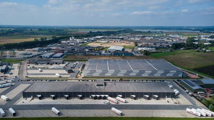 Op de voorgrond Pannenhuis-2, dat nu helemaal volloopt. Daarboven Pannenhuis-1, het bedrijventerrein dat begin jaren 70 ontstond. En helemaal aan de rechter horizon de kassenconcentratie van NextGarden.