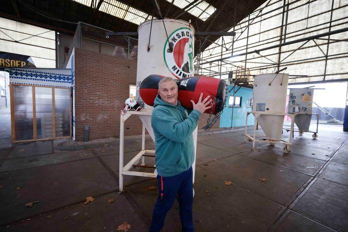 De gemeente Nijmegen vindt de Boks Academie van Willy van Haren en compagnon Kemal geen buitensportlocatie. 'Sparren' met een bokszak mag dus niet.