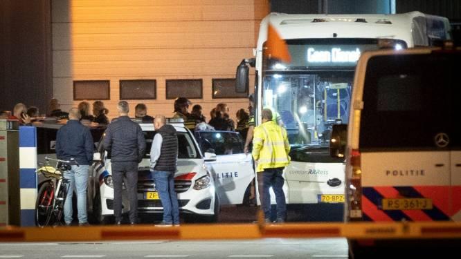 Activisten breken in bij Apeldoornse slachterij Ekro en ketenen zich vast: 'Totaal misdadig'