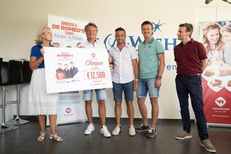 De Romeo's schenken een cheque aan Make A Wish in Mechelen