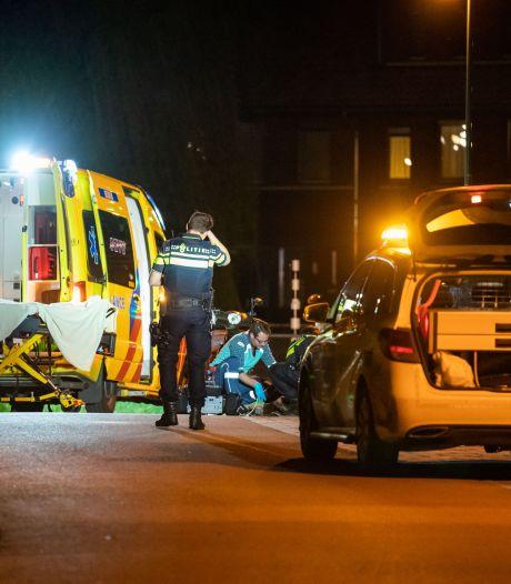 Scooter en twee fietsende meisjes knallen midden in de nacht op elkaar in Houten