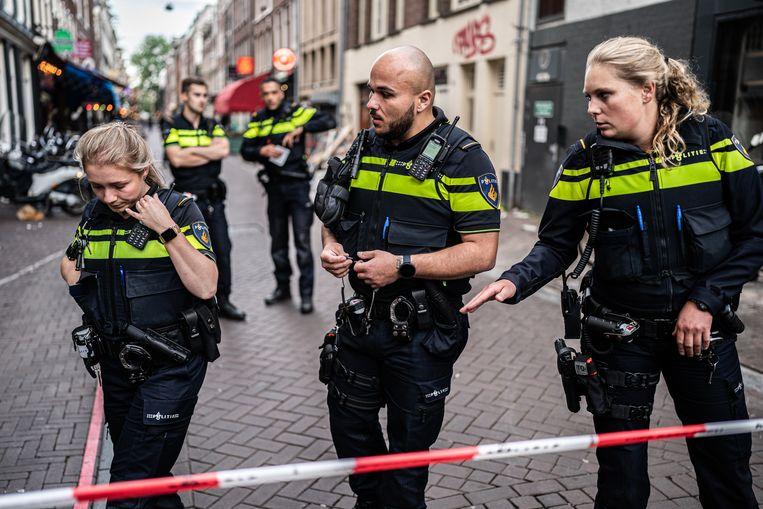 De inzet van politie na de aanslag op Peter R. de Vries. Beeld Joris van Gennip