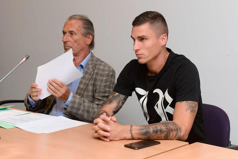 Clubadvocaat Luc Deleu met Vranjes op de zitting van vorige week dinsdag. Beeld Photo News