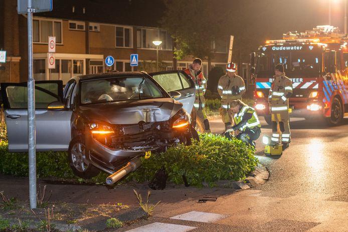 De bestuurder liet de auto achter na het ongeluk.