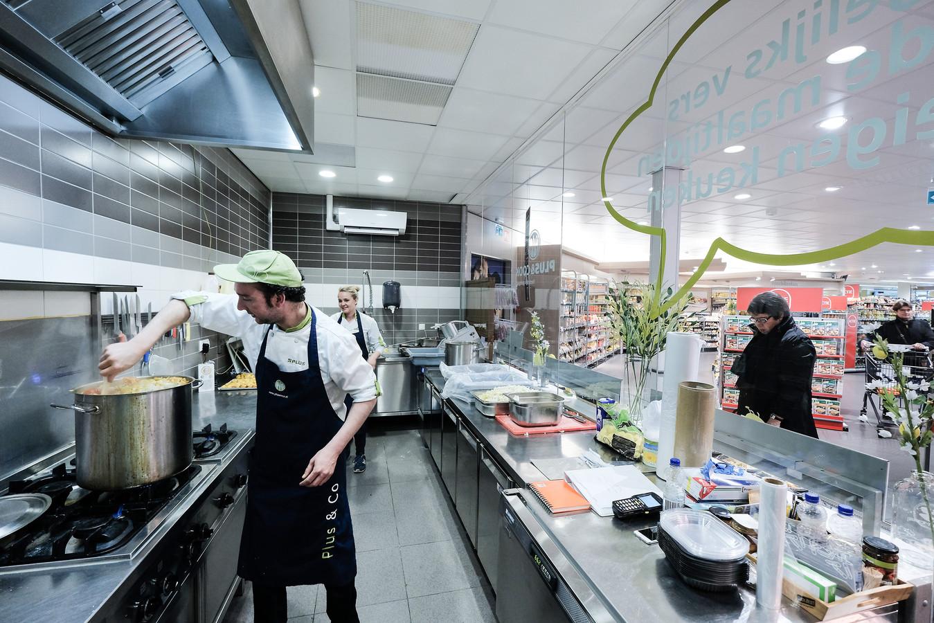 Live koken met bijna-over-de-datum bij Plus in Winterswijk.