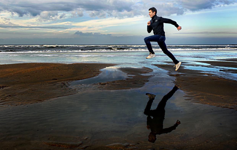 Michel Butter: 'De marathon was ooit de zwaarste discipline in de wereld. Vroeger zag je atleten zwalken na dertig kilometer. Dat zien we nu minder door die schoenen.' Beeld Klaas Jan van der Weij
