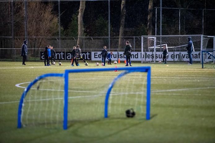 Straks voetbalt SDC Putten op twee nieuwe kunstgrasvelden. Wie opdraait voor groot onderhoud van het hele sportpark is nog ongewis.