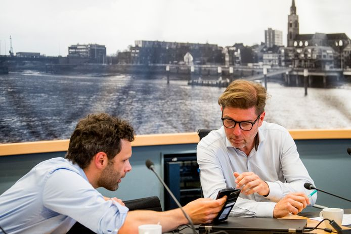 De burgemeesters van Rumst Jurgen Callaerts (l) en van Boom Jeroen Baert kondigden donderdag tijdens een persconferentie aan dat de vergunningsaanvraag van het festival Tomorrowland geweigerd werd.