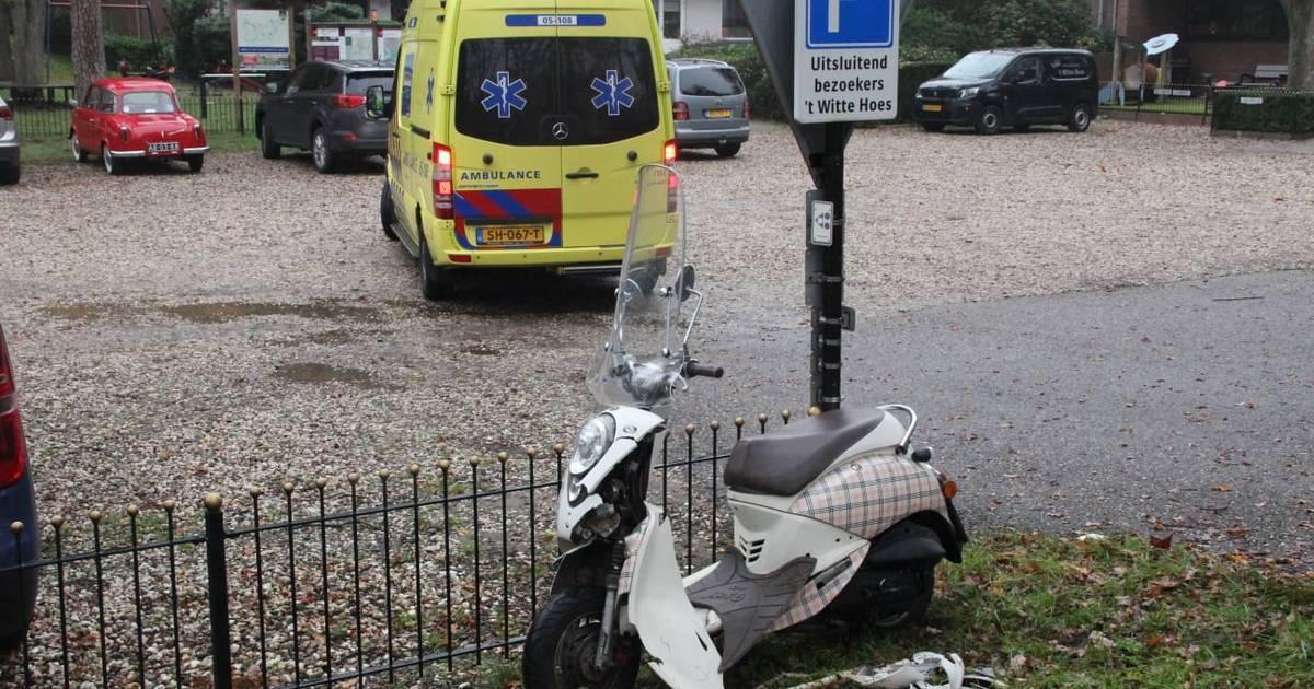 Scooterrijdster belandt in ziekenhuis na aanrijding in Rijssen.