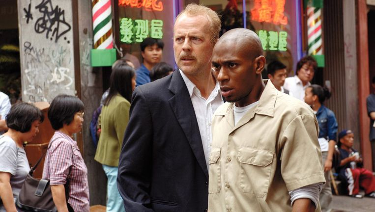 Bruce Willis (links) en Mos Def in 16 Blocks van Richard Donner. Beeld