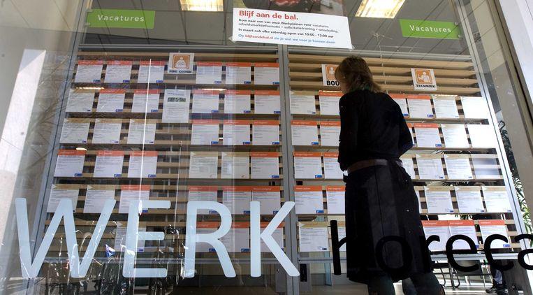 Voor het eerst in vijf jaar daalt het aantal gepresteerde uren uitzendarbeid in de Belgische bedrijven.