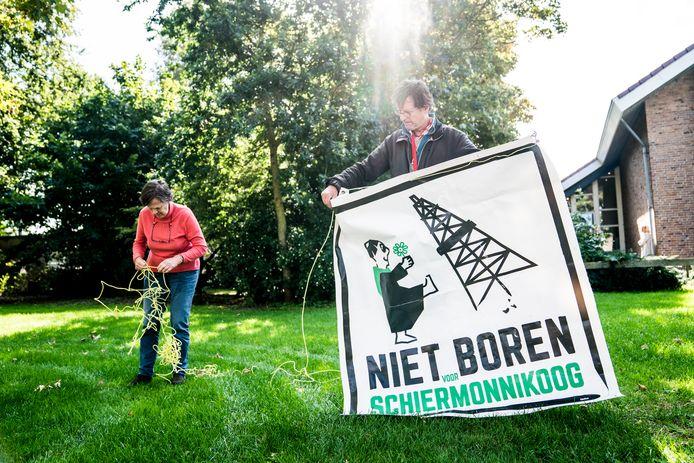 Protest door Werkgroep Horizon Schiermonnikoog tegen de geplande gasboringen rond het eiland. Enkele jaren geleden