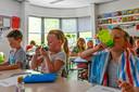 Leerlingen en docenten op basisschool De Hofstee zuchten onder de enorme hitte, omdat de klimaatinstallatie het al jaren niet doet.