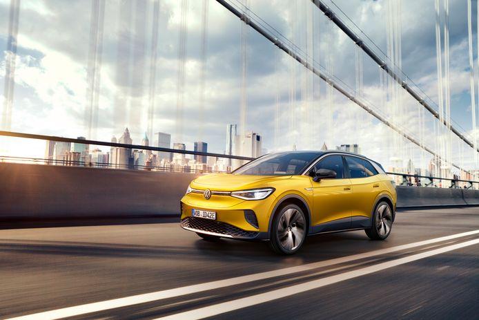 De versie die met 125 kW kan snelladen heeft maar een halfuurtje nodig om weer 320 kilometer verder te kunnen rijden.