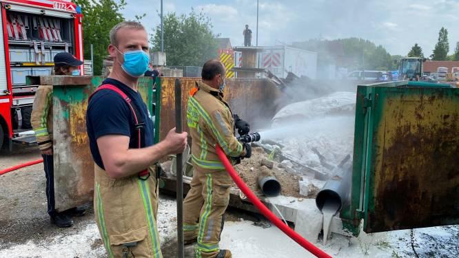 Afvalcontainer vat vuur achter boomkwekerij Arboral