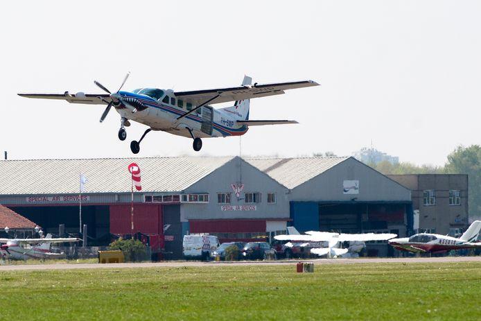 Vliegverkeer bij vliegveld Teuge.