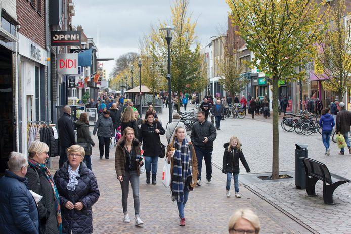 de Hoofdstraat van Veenendaal op archiefbeeld.