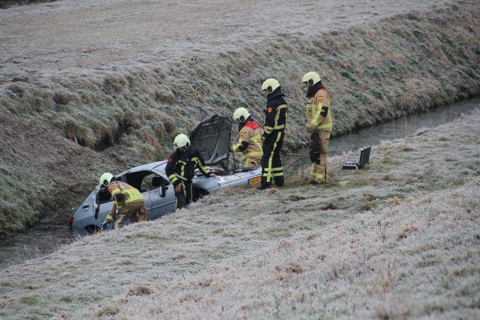 Een auto is zondagochtend van de weg geschoten op de A35 bij Almelo