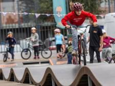 De fiets ontdekken en sport uitproberen in een rolstoel: 'Dit is stoer. Ik ga sparen voor een BMX'