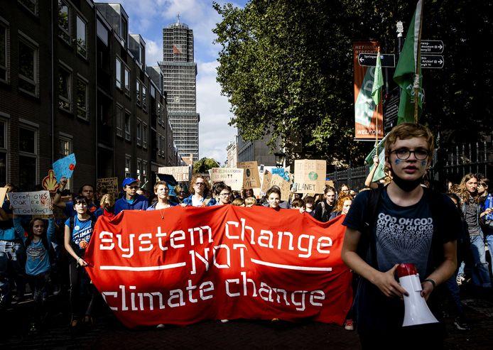 Honderden mensen houden klimaatprotest in Utrecht.