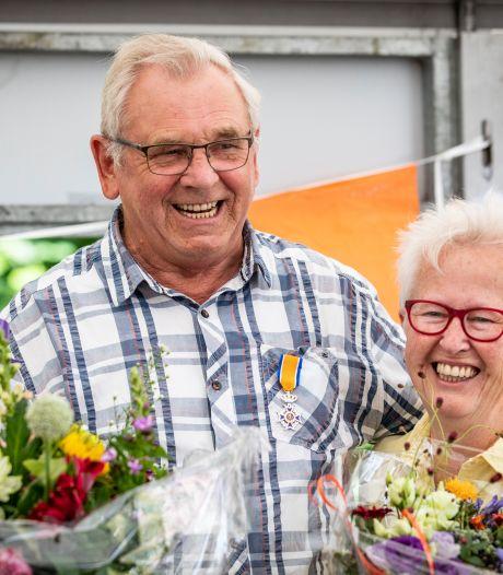 Volksfeestvrijwilliger Tonny Starte krijgt koninklijke waardering tijdens Voor-Beltrumse kermis