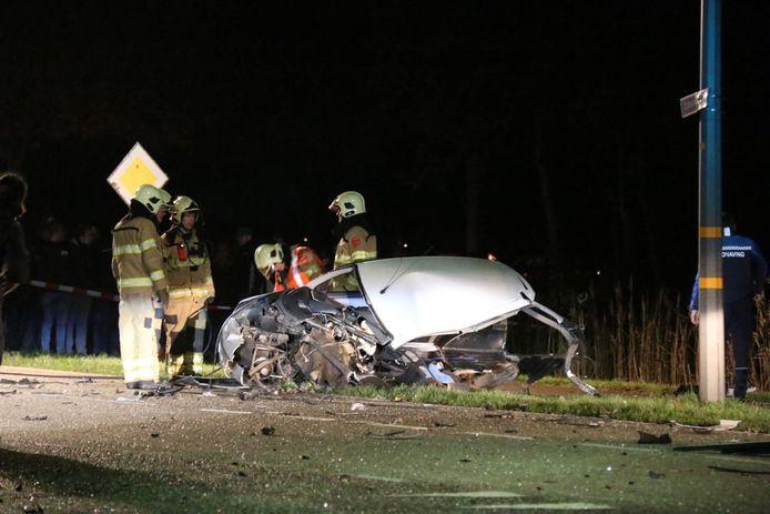 Op de Edeseweg in Harskamp botsten twee voertuigen op elkaar. Daarbij kwam de bestuurder van een 45-kilometerwagentje om.