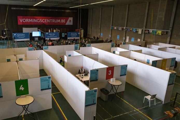 Het vaccinatiecentrum Voorkempen in het Provinciaal Vormingscentrum Malle