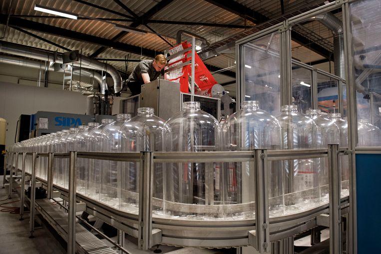 De gerecyclede plastic bierfusten van  Keykeg.   Beeld Olaf Kraak