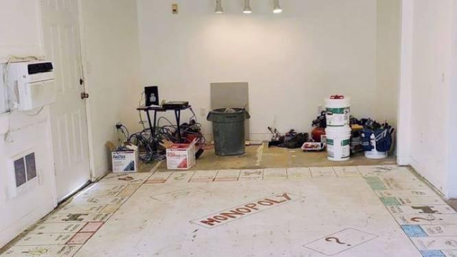 Koppel ontdekt gigantisch Monopoly-spel tijdens renovatiewerken
