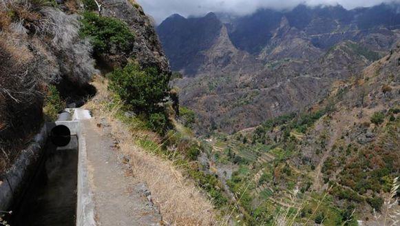 Een beeld van een verraderlijke passage op de Levada do Norte.