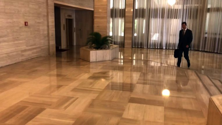 President Assad liep zaterdagmorgen gewoon naar zijn kantoor. Beeld AFP