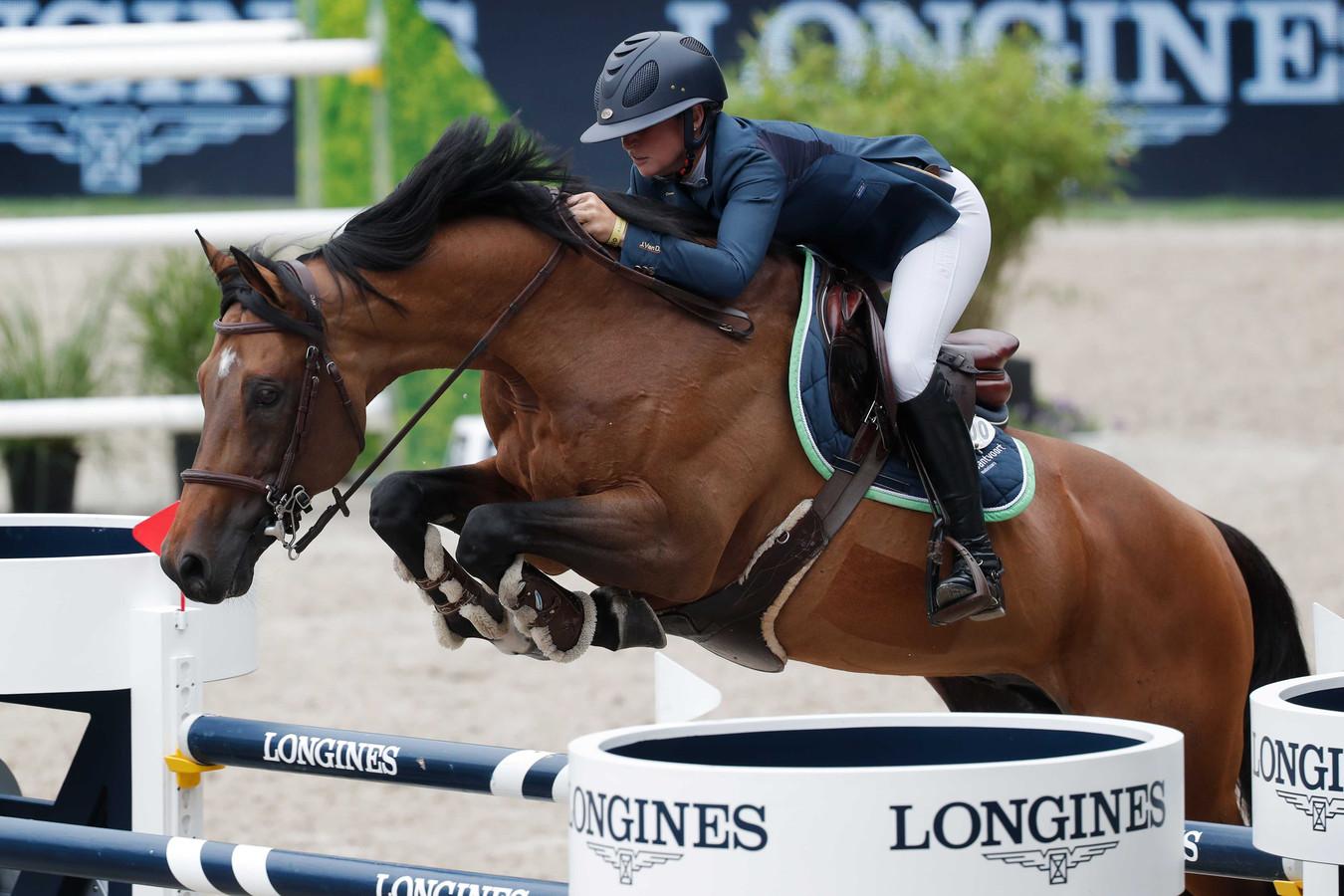 Winnares Sanne Thijssen met haar paard Con Quidam tijdens de Grand Prix springen op CHIO Rotterdam.