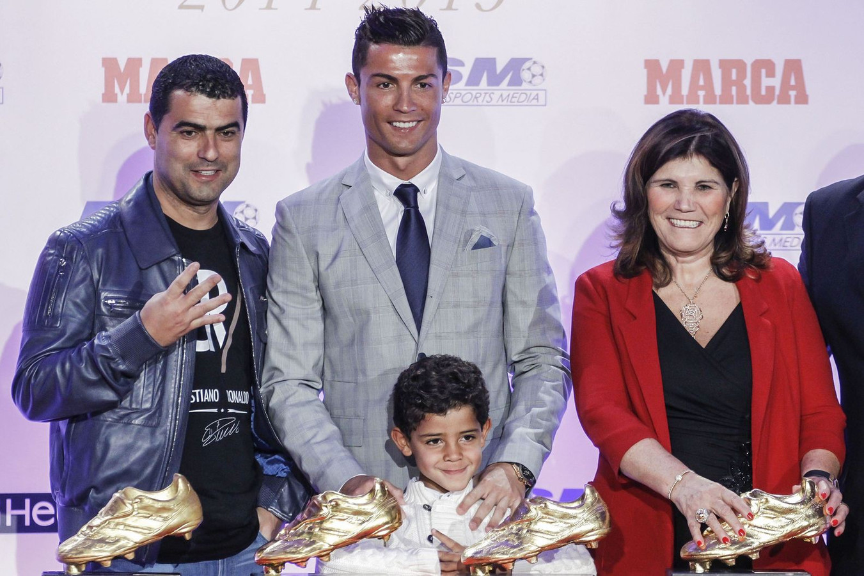 wanneer is cristiano ronaldo jarig Zoontje steekt middelvinger op naar Ronaldo   Buitenlands voetbal  wanneer is cristiano ronaldo jarig
