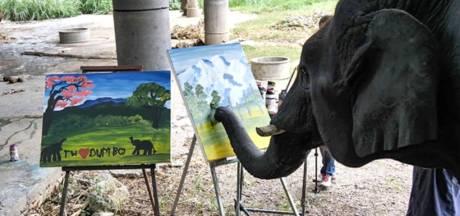 Les peintures de cette éléphante se vendent à des centaines d'euros