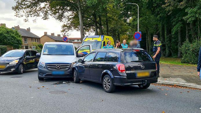 Beide voertuigen kwamen frontaal met elkaar in botsing.