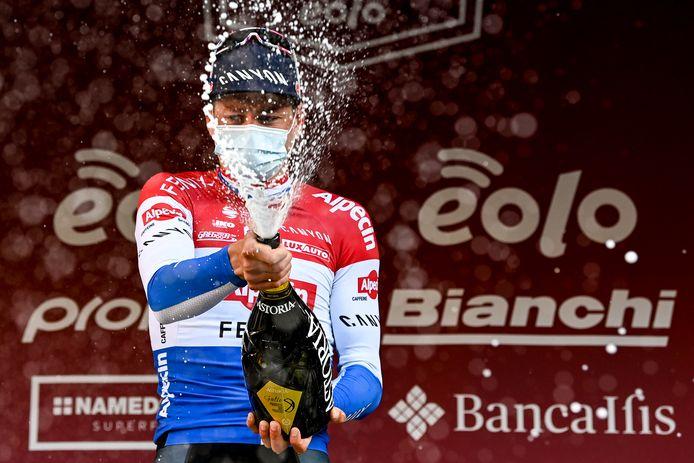 Van der Poel won de Strade Bianche na een ferm exploot op Le Tolfe en de Via Santa Caterina.