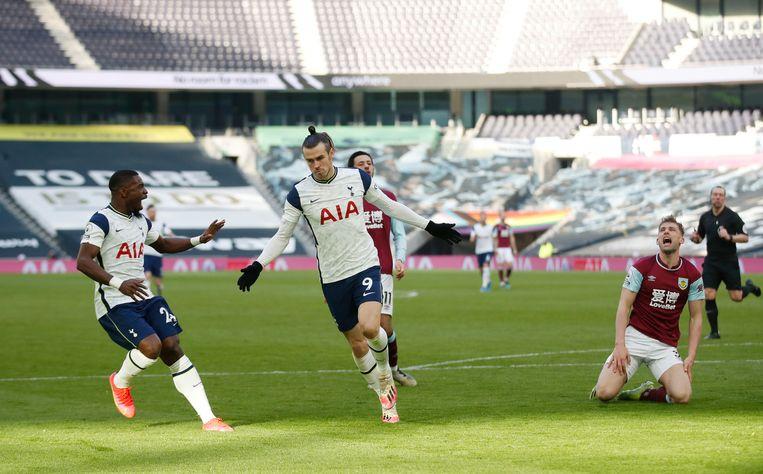 Gareth Bale viert een van zijn twee doelpunten tegen Burnley. Beeld Reuters
