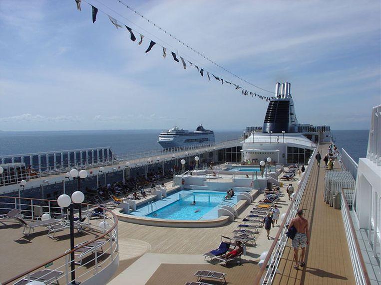 De MSC Opera beschikt over verschillende zwembaden.