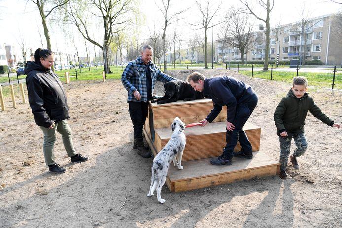 Spelen en trainen met je hond op een veilig omheind speelveld. Het kan sinds kort in de Oosterhoutse wijk Oosterheide.