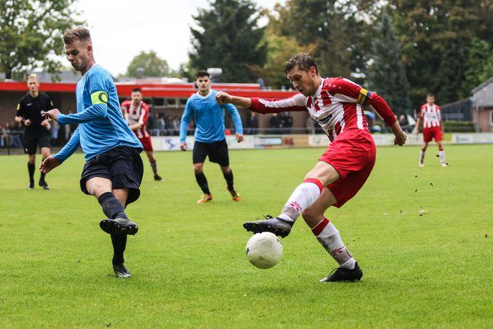 23-09-2018: Voetbal: Spoordonkse Boys v Wilhelmina Boys: SpoordonkL-R Stef Vervloet (Wilhelmina Boys), Jasper van Agt (Spoordonkse Boys)3e klasse seizoen 2018-2019