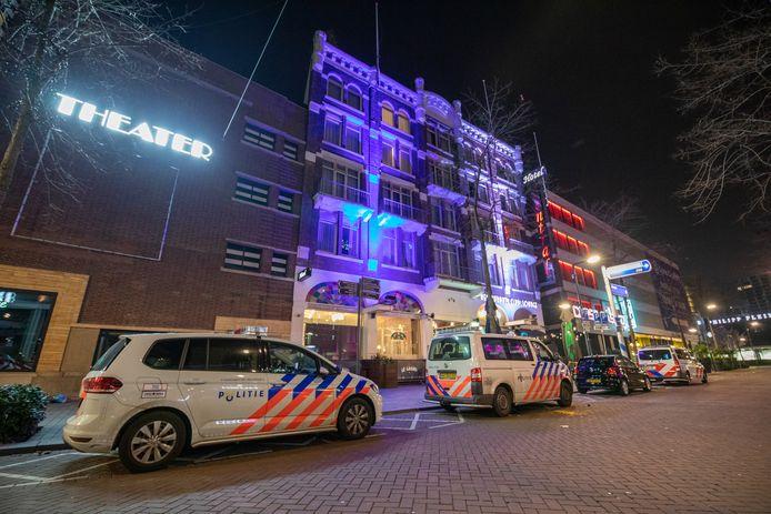 De Rotterdamse politie moest eraan te pas komen om de jonge gasten uit het hotel aan de Kruiskade te zetten.