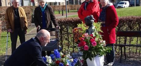 Bloemengroet in Velp voor moedige mensen in de Tweede Wereldoorlog
